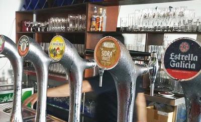 Öl och cider på fat på Rancho Arizona Grill Teneriffa